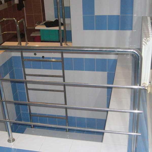 Ограждения и перила в бассейн